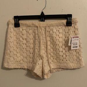 NWT-Cream Lace Shorts